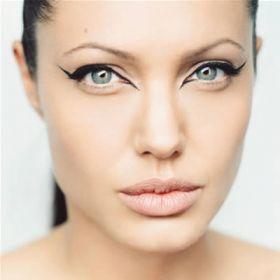 Angelina Jolie - Foto 12